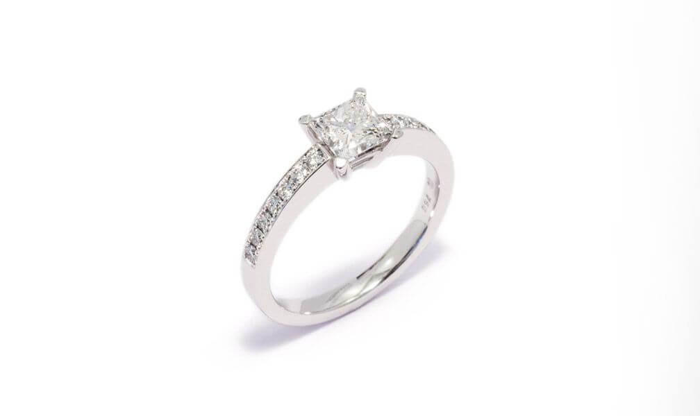 Brune Schmuckmanufaktur Verlobungsring Diamant Weissgold