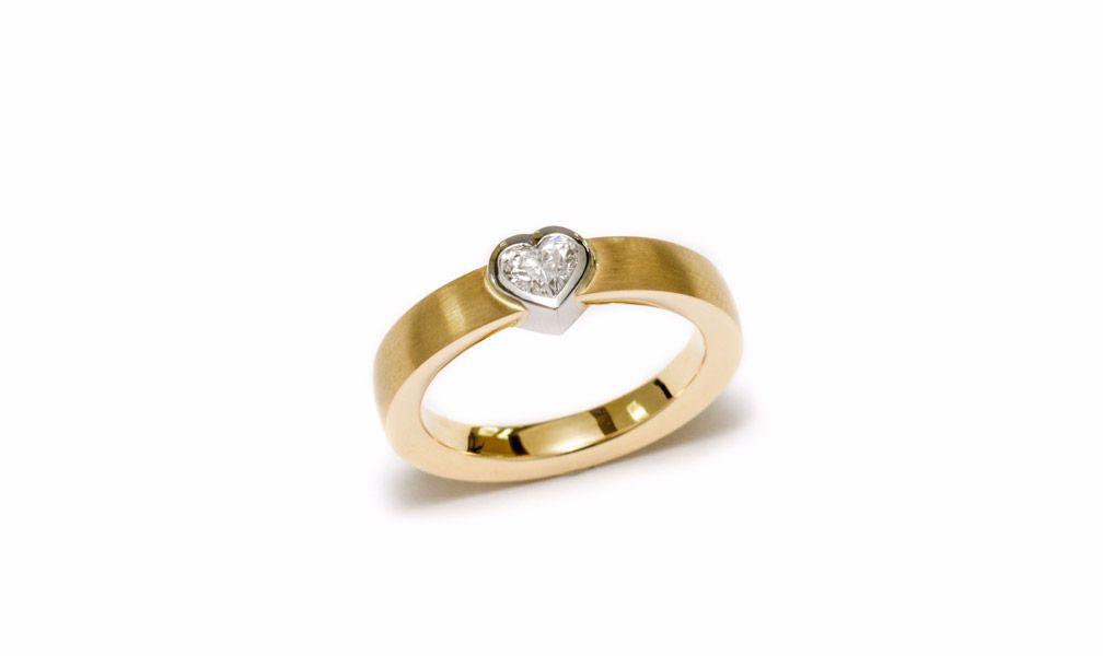Brune Schmuckmanufaktur Ring mit Diamantherz
