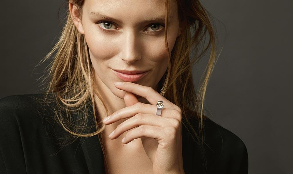 Schmuckmanufaktur Brune Niessing Model mit Ring